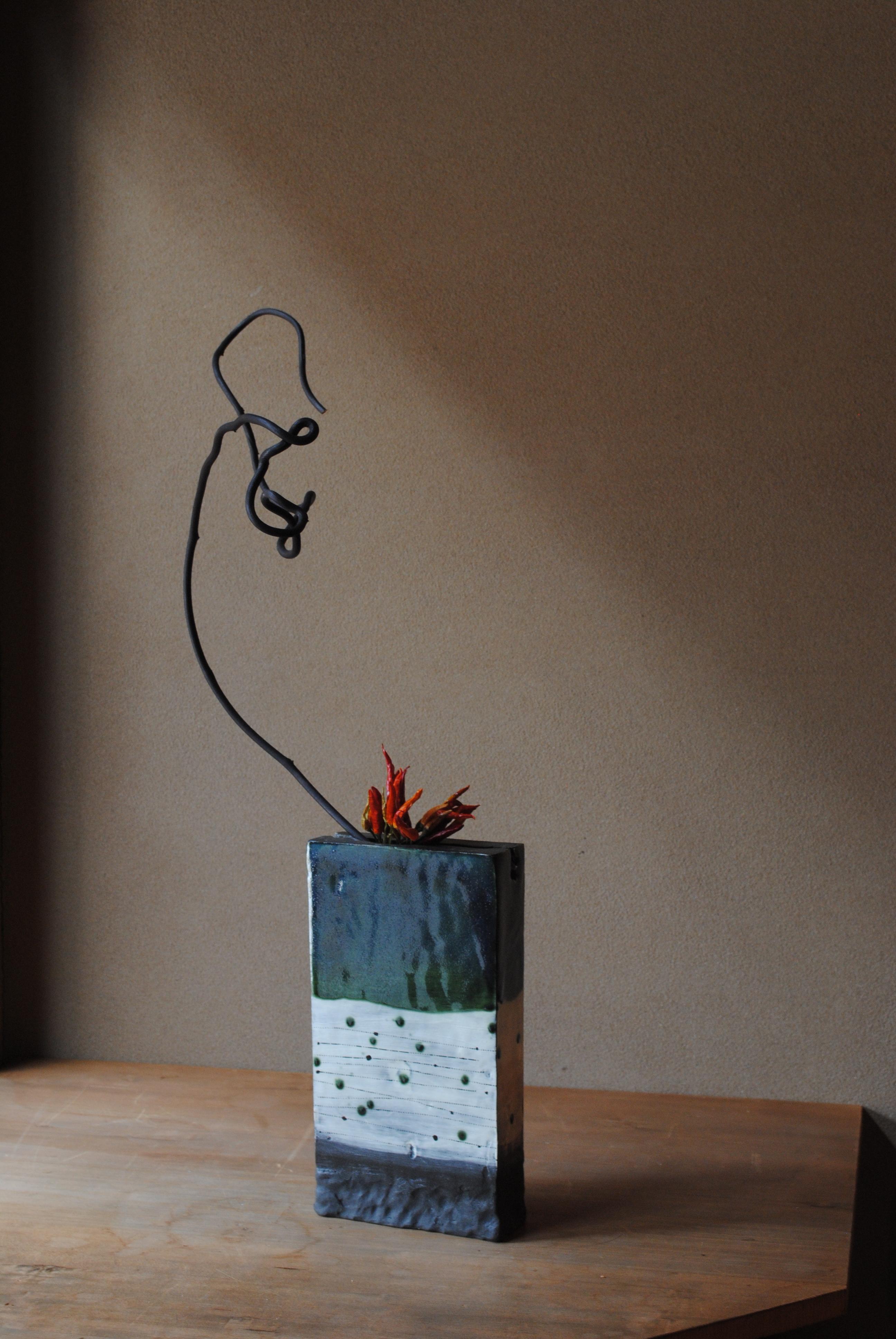 粉引き緑釉花器
