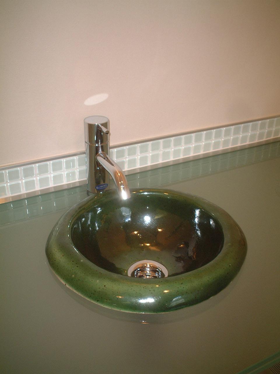緑釉手水鉢